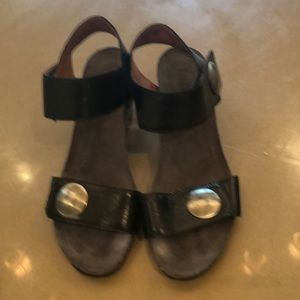 Taos Sandals size 8.5 black
